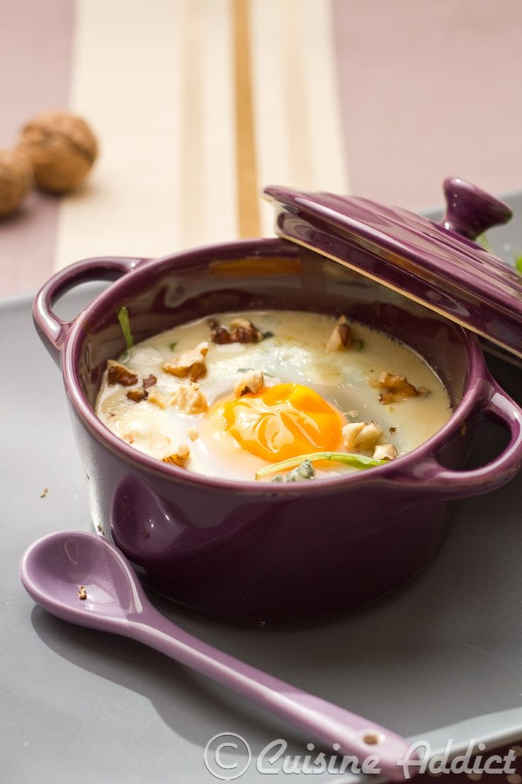 Eggs en cocotte with roquefort cheese and rucula