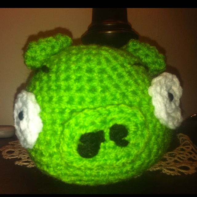 Angry birds pig...I would like someone to crotchet one of these for Dom!