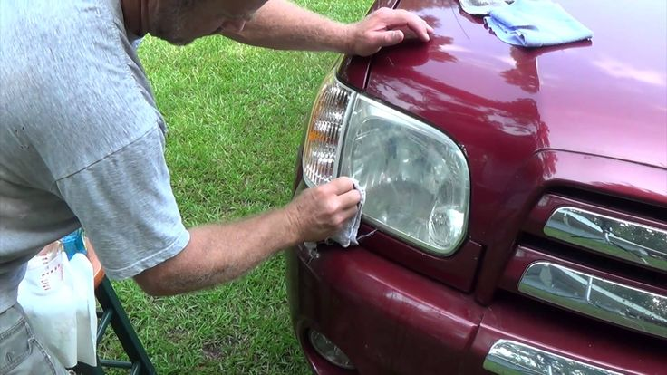 Easily restore headlight with baking soda and vinegar - http://thetreatmentherbs.com/easily-restore-headlight-with-baking-soda-and-vinegar/
