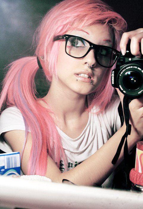 Pink scene hair  HOLY POOP I LOVE IT.