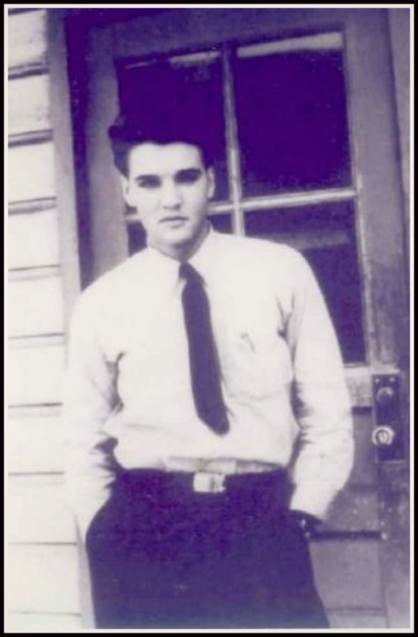 Elvis' High School days - a sign of things to come