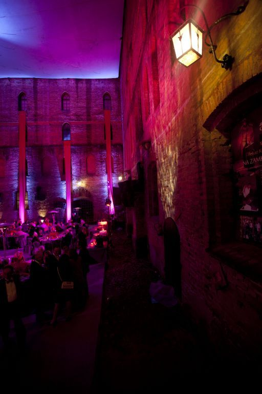 Raspberry wedding in Teutonic Knights castle in Gniew, Poland by artsize.pl