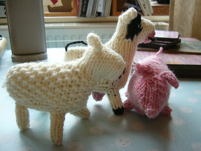 "Knitted Walforf Style Farm Animals ,Sheep, Pig or Cow - Free Pattern - PDF Format - Click to ""download"" here: http://www.ravelry.com/patterns/library/knitted-walforf-style-farm-animals"