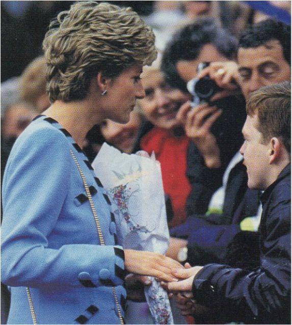 21 January 1993 Princess Diana Visits Nottingham Princess Diana Pictures Princess Diana Princess Diana Fashion