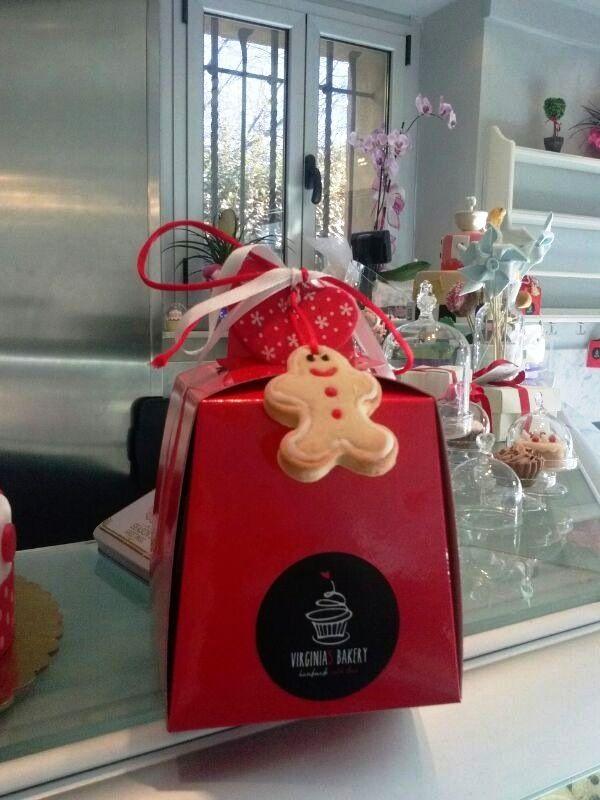 Campanella Rosso Plastificato con Ginger Man #packaging #ateliertomassini #portatorte #pasticceria #scatola #pastry #bakery #design #politenata #politenate #imballaggio #bakery #PE-protect