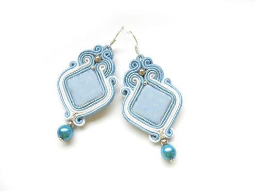 Orecchini soutache nei colori bianco e azzurro col di Soutache Jewelry su DaWanda.com
