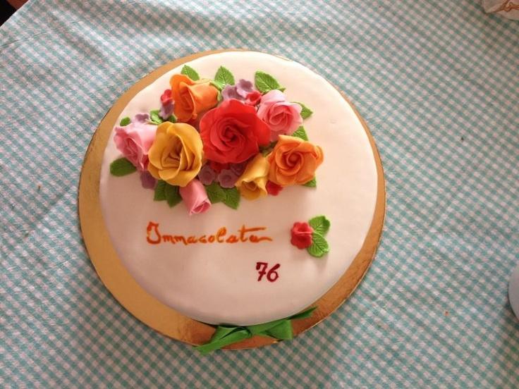 Torta nonna con fiori! Pan di Spagna con bagna al succo di frutta e farcitura con crema diplomatica con nutella