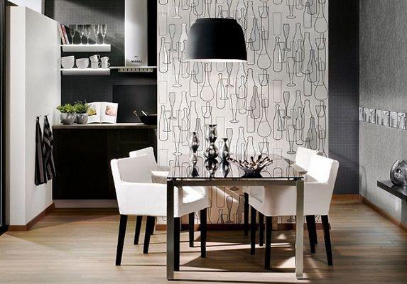 El papel pintado, es un buen recurso para diferenciar zonas dentro de la cocina. Cuando hay una zona para comer dentro de la cocina, con un papel pintado conseguimos crear un ambiente diferente, haciéndolo más acogedor y separado del trasiego culinario.