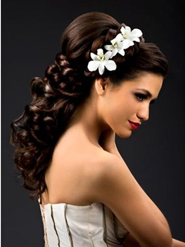 wedding hairstyles, this would look great on my little sister for her wedding day!