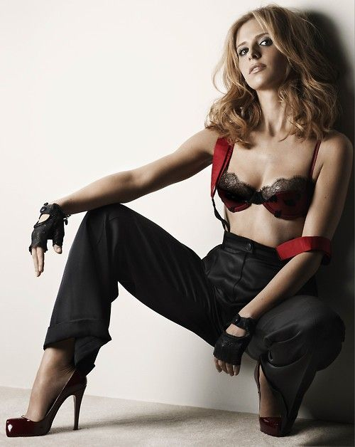 Sarah Michelle Gellar. Favorite actress. She is such a bad ass: Vampire Slayer, Girls, Sarah Michelle Gellar, Sexy, Buffy, Celebs, Photo, Michelle Geller