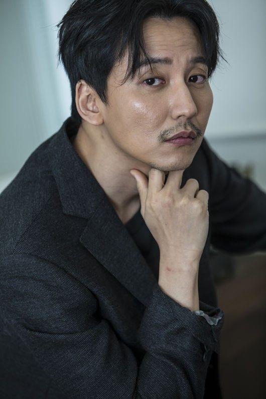 俳優キム・ナムギルは、いくつもの顔を持っている。表と裏が違う人という意味ではなく、14年目の役者としてさまざまな作品で、色とりどりのキャラクターを表現することができるという意味だ。作品を通して会うキ… - 韓流・韓国芸能ニュースはKstyle