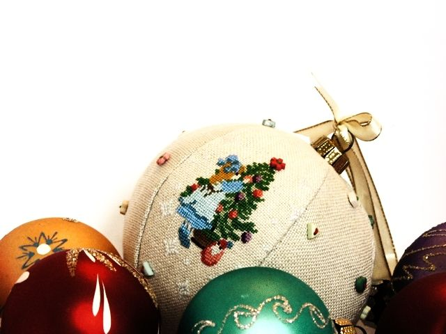 Christmas Ball Pattern Generator - give size of ball & # segments wanted - gives you a segment picture to use for cross stitching ornaments