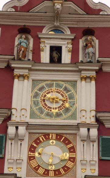 Uhr des Rathauses, Esslingen – Foto: S. Hopp – SuSonne
