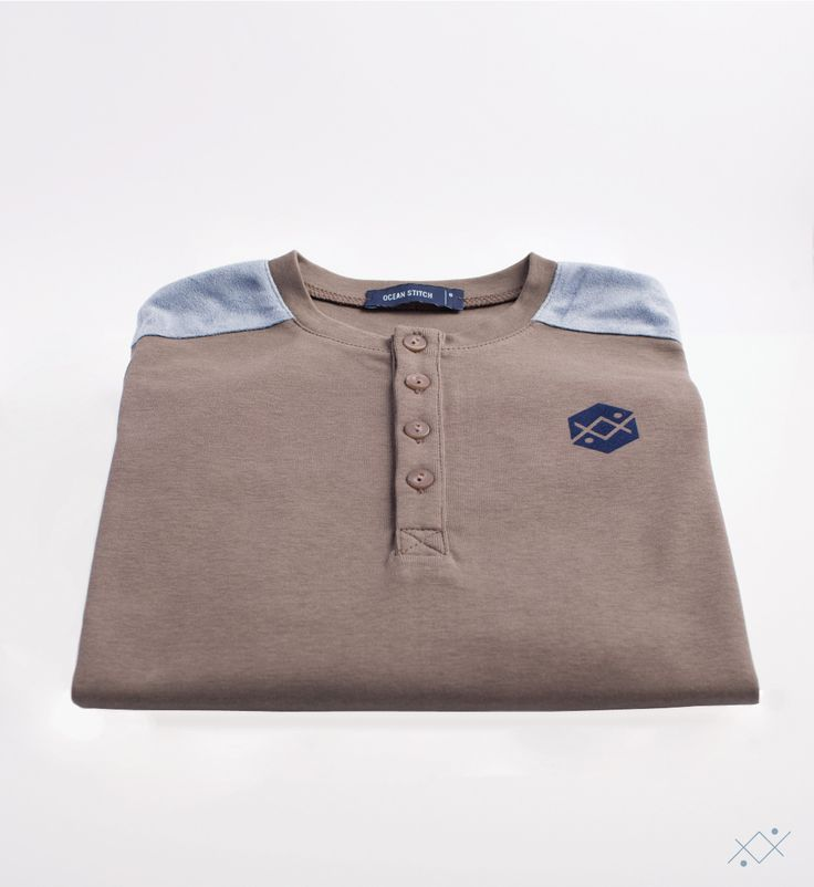 Long sleeve Tshirt made of RIB 100% cotton with a long path of 4 buttons.  Ocean Stitch - small details proudly made in Portugal