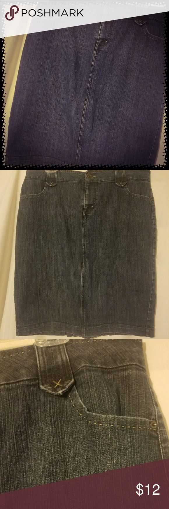 "Fashion Bug Women's Blue Jean Skirt Sz 18W Fashion Bug Women's Blue Jean Skirt Sz 18W. Has faux split in back with pleats. Length hit just bellow my knees, & I'm 5'4.5"". Fashion Bug Skirts Midi"