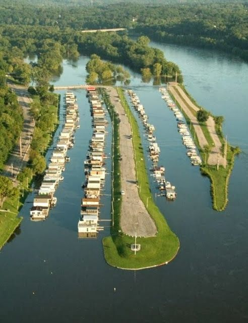Houseboats in Ellis Harbor, Cedar Rapids, Iowa ... So cool! I want to live on a houseboat!