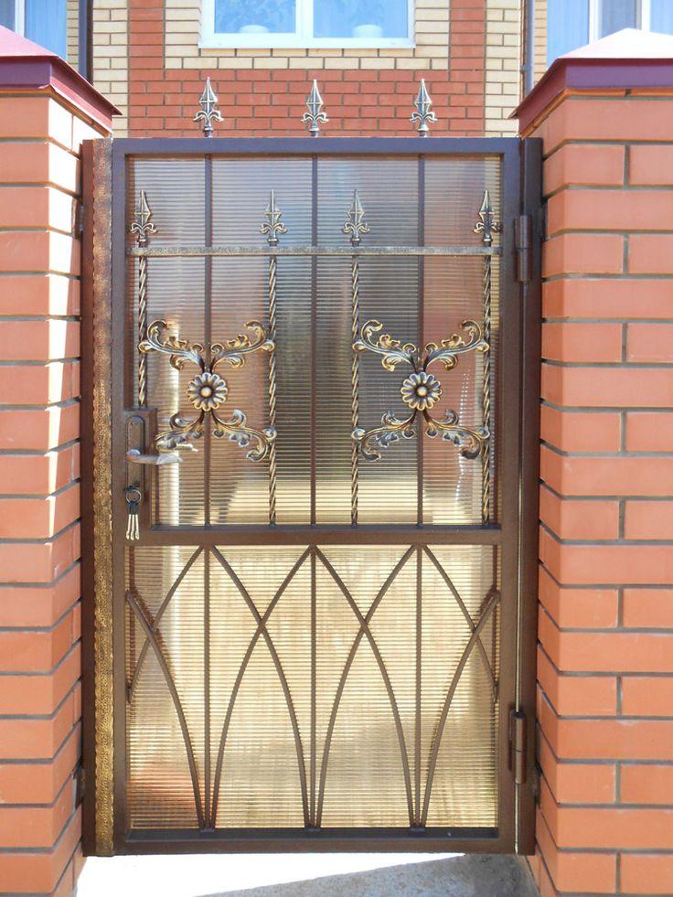 Кованые ворота с калиткой из поликарбоната ВК-12