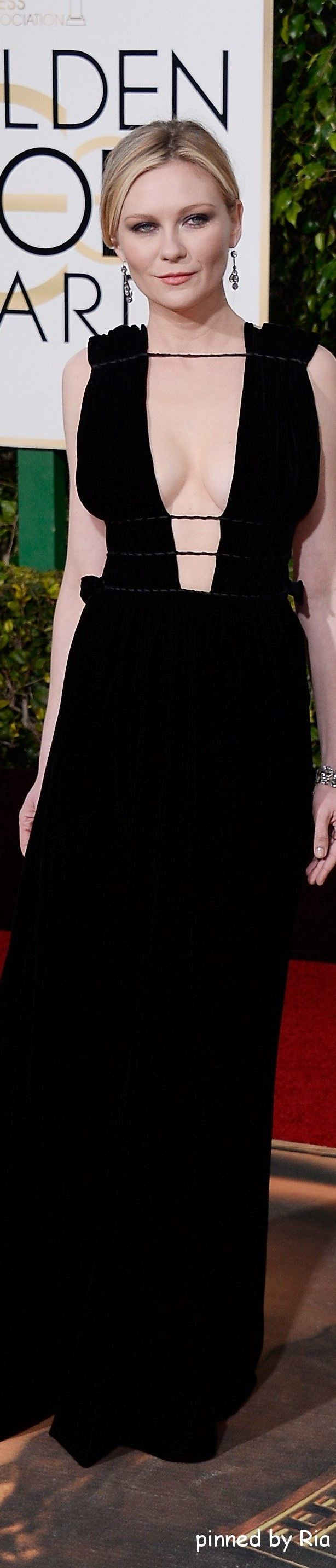 Kirsten Dunst in Valentino l Golden Globe Awards 2016 l Ria