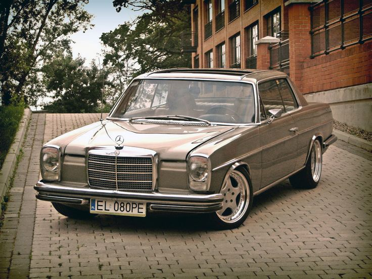 Best 25 mercedes e300 ideas on pinterest mercedes w114 for Mercedes benz vintage cars