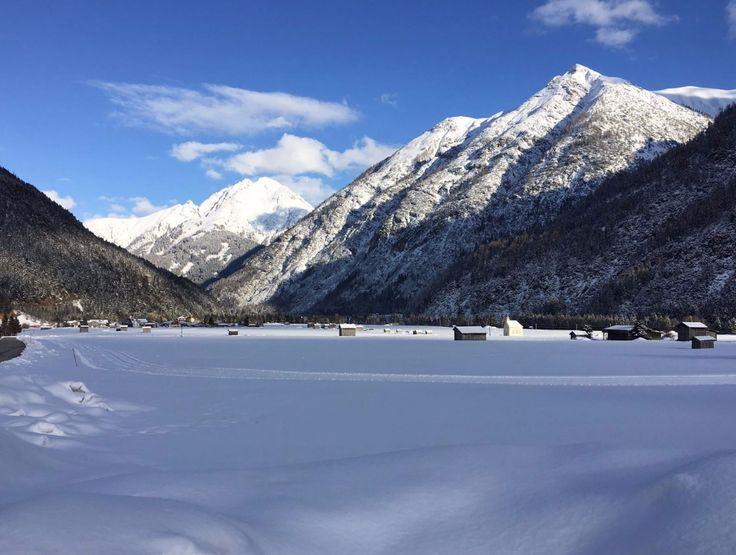 Langlaufen, Schneeschuhwandern & Winterwandern im verschneiten Lechtal in Tirol. Ein TOP-Angebot des Gasthof Bären in Tirol. Hunde Herzlich Willkommen! 7 Nächte ab € 392,00 pro Person. #urlaub #reisen #pension #hund #langlaufen #winterwandern #schneeschuhwandern #tirol