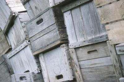 Oude houten kratten