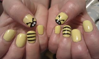 Bumble Bee Nail Art - Ribbons and Ropes Do Nails