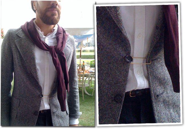 como usar um alfinetão pra acinturar casacos \o/ http://www.oficinadeestilo.com.br/blog/alfinete-ou-tipo-isso-no-casaco/