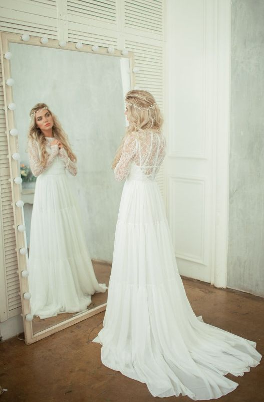 lace back wedding dress - and love that mirror! (diy idea?)