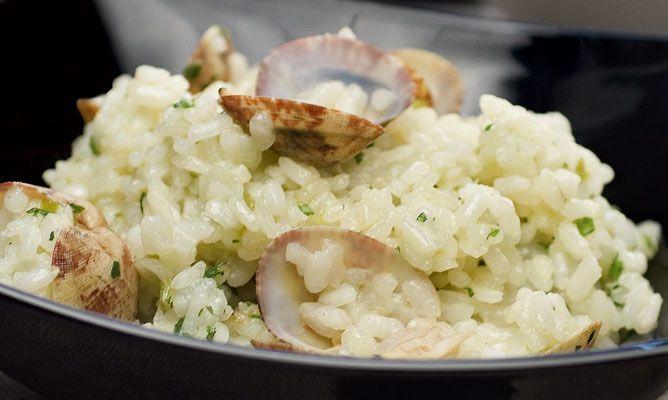 Receta de Arroz con almejas en salsa verde