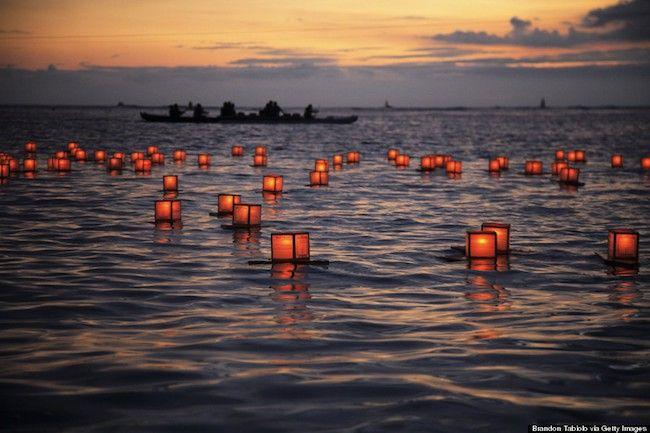 Cerimônia anual das lanternas flutuantes, Ala Moana Beach, Oahu, Hawaii