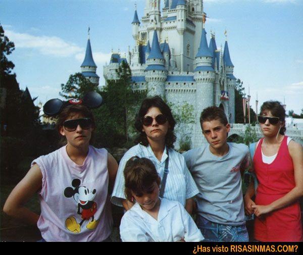 Felicidad en Disneylandia  http://bit.ly/MNr8rV: Happiest Place, Family Photos, Funny Stuff, Family Vacations, Vacation Photo, Places, Earth, Disney
