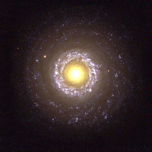 Small spiral galaxy NGC 7742. This spiral is known to be a Seyfert 2 active galaxy, a type of galaxy that is probably powered by a black hole residing in its core. The core of NGC 7742 is the large yellow 'yolk' in the centreof the image. Credit: Hubble Heritage Team (AURA/STScI/NASA/ESA) - via Jean-Baptiste Faure