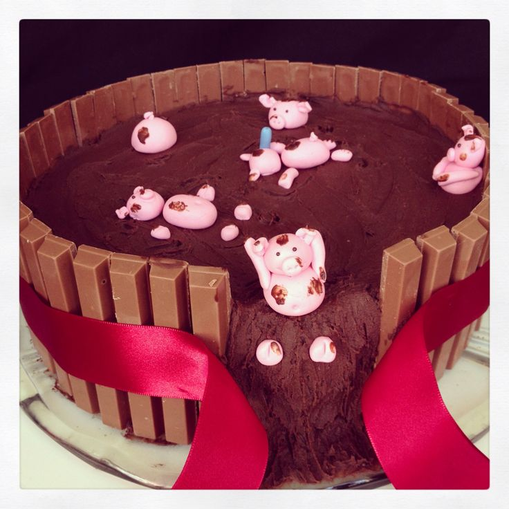 Kit Kat Cake With Pigs Chocolate And Strawberry Cakes