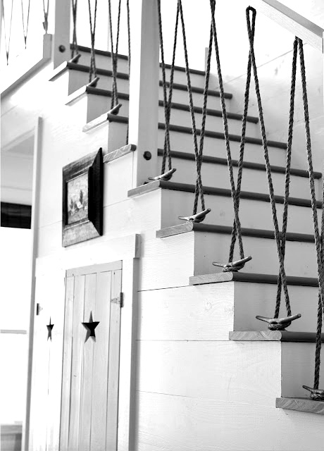 i love this use of cleat and rope. would the home have to be at the beach? cheers, dana