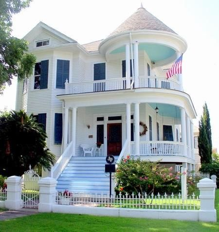 Beautiful {Victorian} Home! Paint your porch ceiling a color!