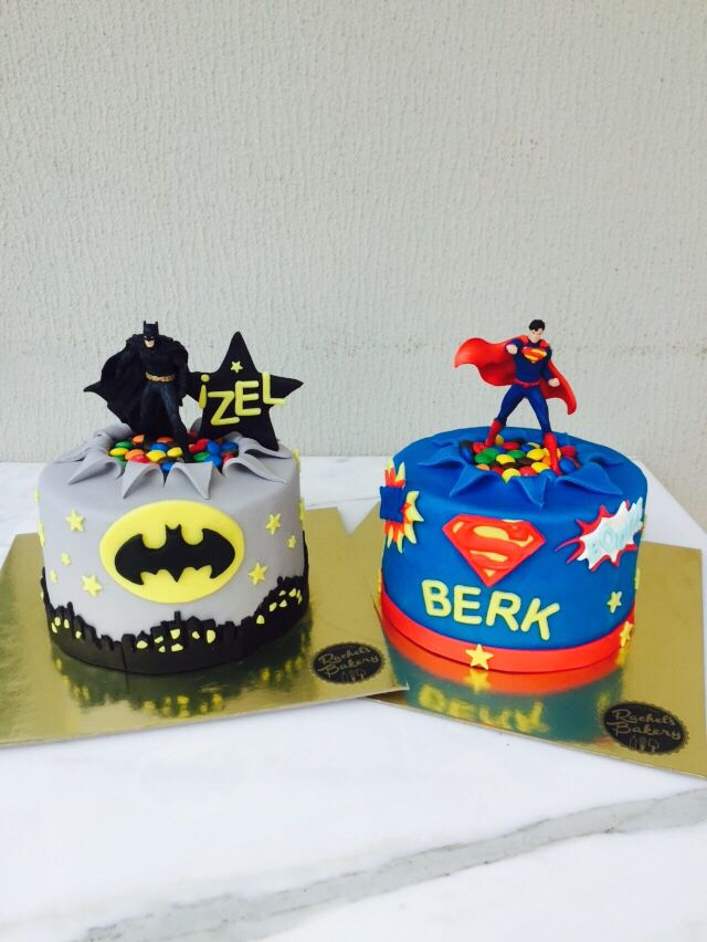 Batman VS Superman cake! fondant!