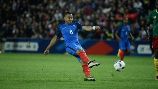 Dimitri Payet a offert la victoire aux Bleus, lundi soir au stade de la Beaujoire face au Cameroun (3-2), en inscrivant une merveille de coup franc direct à la 90e minute. A voir et revoir.