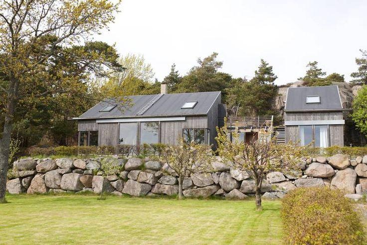UTRADISJONELL: Den norske arkitekten brøt med den tradisjonelle arkitekturen i det svenske hytteområdet Den sølvgrå hytta med sin karakteristiske spisse profil er blitt et landemerke i området.