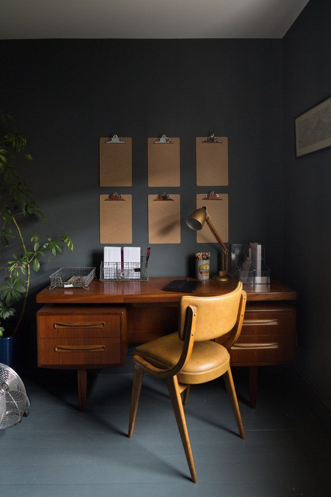 Dark colors and midcentury modern styled home office @pattonmelo