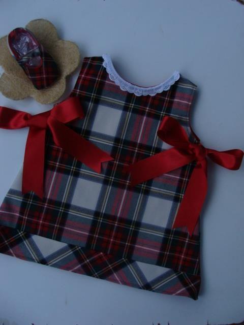 Vestido e Sapatinhos - Tamanho 9 meses