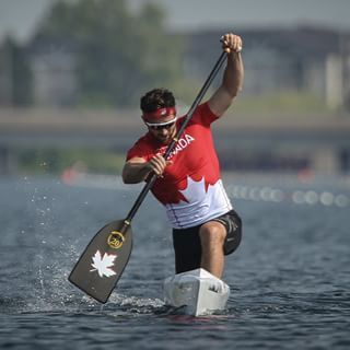 Canadian flag bearer @markoldershaw paddled his way to a #TO2015 canoe silver this morning. #TeamCanada added three more medals in Welland, including gold. Olympic.ca for more. #NowOrNever // #ÉquipeCanada remporte quatre médailles en canoë-kayak aux Jeux Panam. Détails au Olympique.ca. #MaintenantOuJamais