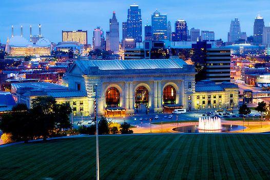 Photography of Kansas City skyline, landmarks, and construction projects.