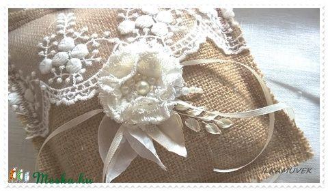 Vintage esküvő. Rusztikus gyűrűpárna. Zsákvászon és beige, ekrü csipkés. (Ilkamuvek) - Meska.hu