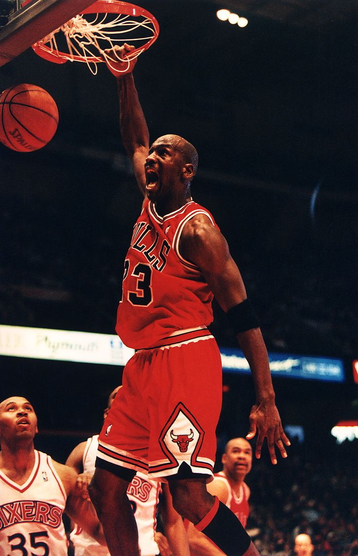 1995 Parents wanted their kids to be like Mike in 1995! After dabbling in minor league baseball, Michael Jordan returned to the NBA in 1995. In March of that same year the Bulls player faced off against the Indiana Pacers, scoring 19 points. The game had the highest Nielson rating of a regular season NBA game since 1975. The name-game runner-ups were Matthew and Christopher. Jessica, Ashley, and Emily were the top 3 girls' choices.