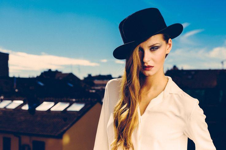 N_8 camicia in seta con plissè Photographer: Vali Barbulescu Model: Nata  MUA: Samia Laoumri Styling: Federica Carbone  Location: Enterprise Hotel