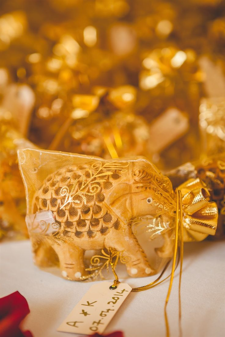 sandalwood elephants as wedding favors | Gillett Photography
