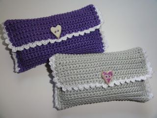 gehäkelte Taschentüchertaschen gefunden bei http://alexa-creativ.blogspot.de/2012/11/hakeleien.html