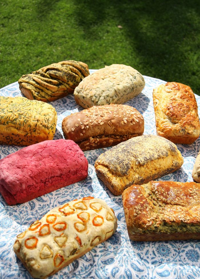 Hace tiempo que quería cocinar hartos panes de sabores y hartos panes cociné, por lo que este va a ser mi post mas largo a la fecha. Espero no aburrirlos. Hice una lista de 20 diferentes sabores qu…