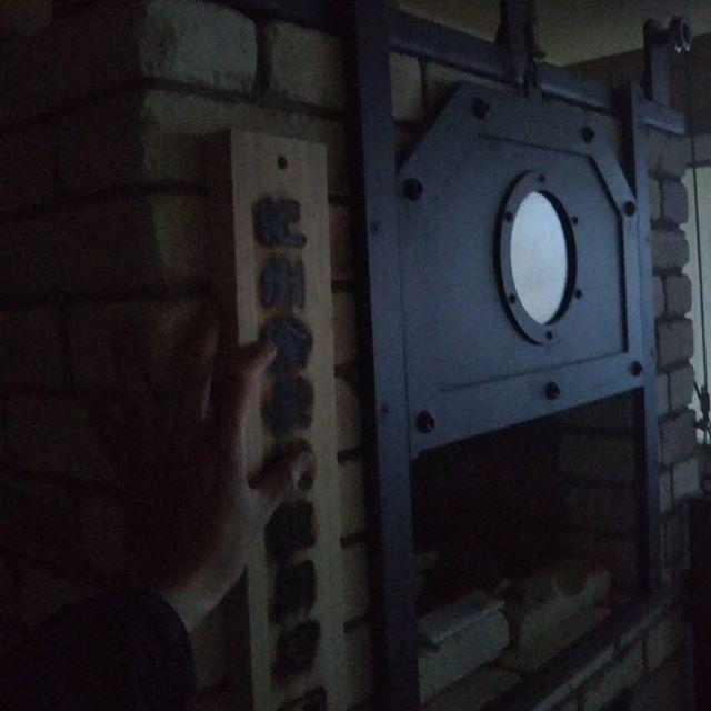 昨日朝までかかりましたが窯の心臓と言えるものを作る作業を行いました。 窯と空調と心臓ともいえる作業があり備長炭の炉窯が出来ます。 中々やる機会の無い作業です。 以前の上司のアドバイス通り作りまして良い上がりにはなりました。  16日より固定電話078-271-6080(ナンバーディスプレイ無)利用頂けます。090-6663-5556も店の専用番号です。 固定電話の繋がりにくい時間や二度目以降の利用でご利用頂けますと幸いです。  #炉窯焼ステーキ #炉窯 #神戸牛 #神戸港 #異人館 #北野 #塊肉 #直火 #ステーキ #神戸 #スモーク #燻製 #紀州備長炭 #肉 #美味しい #バロン #baron #ハンター坂 #接待 #デート #神戸肉 #隠れ家 #グルメ #最上階 #カウンター #炭火 #直火 #KOBEBEEF #神戸ビーフ #KOBE