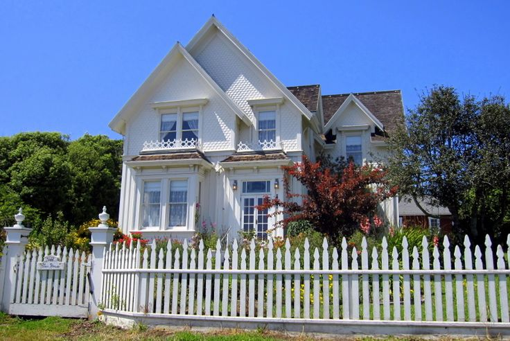 picket fence ideas pictures - 1000 images about cabot cove on Pinterest